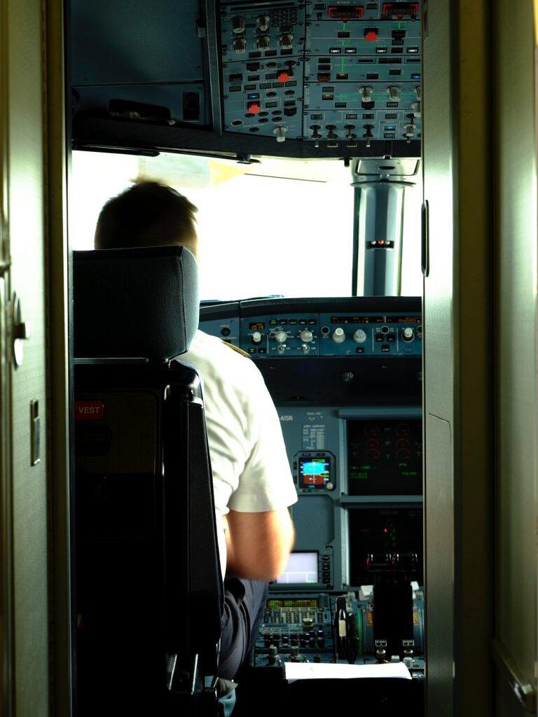Airbus-Flight-Deck-768x1353